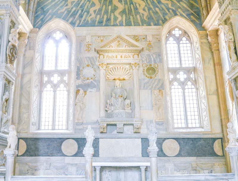 una cappella del tempio di Rimini