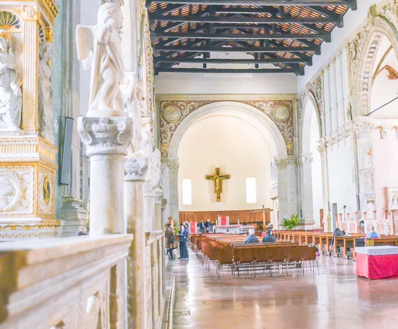 interno del tempio malatestiano a Rimini