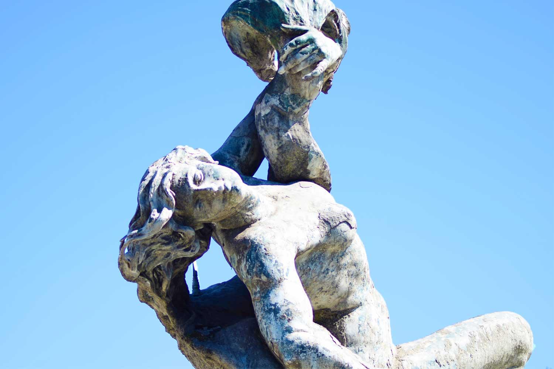 particolare della fontana della naiadi