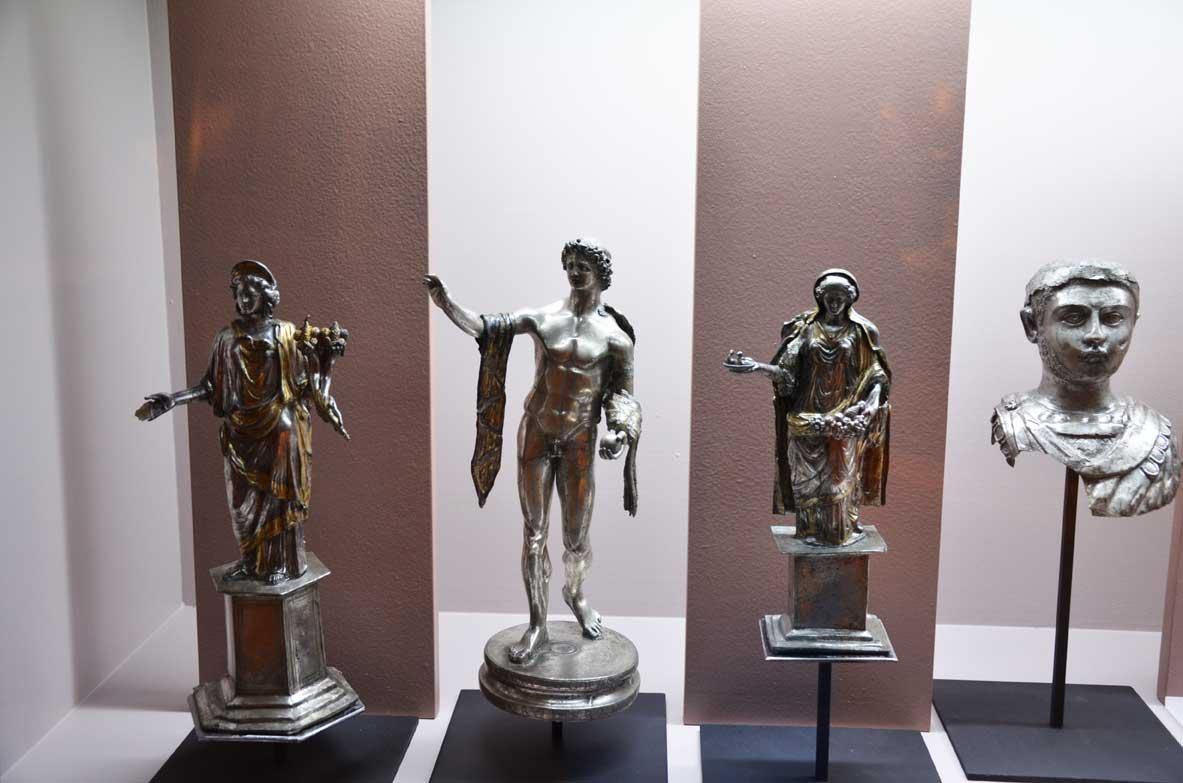 statuette votive al musei romano di lione