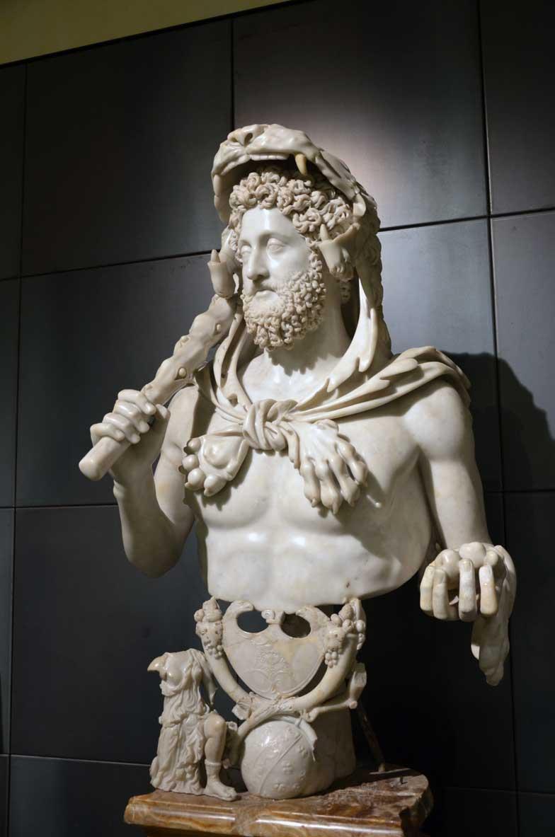 statua di commodo ritrattto come ercole ai musei capitolini