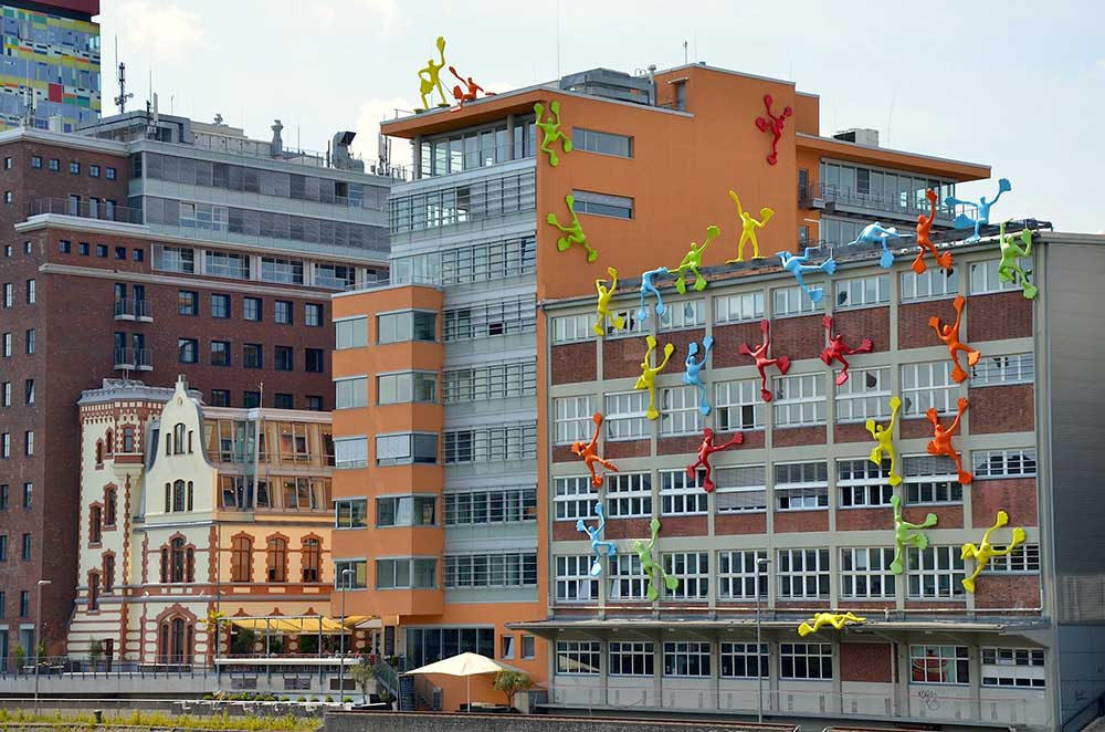 Flossis di Dusseldorf vicino al Reno