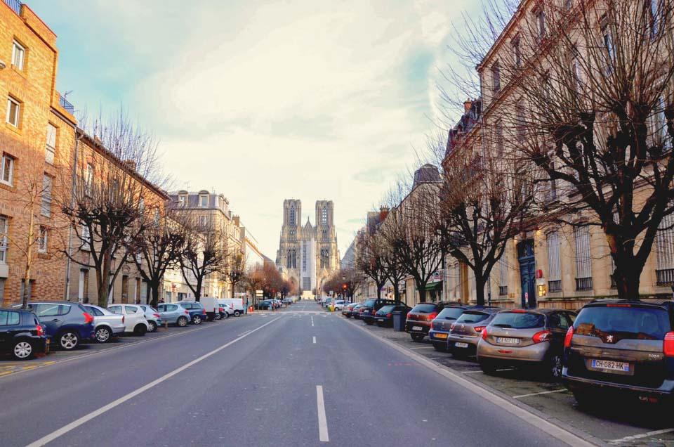 cattedrale di reims da lontano