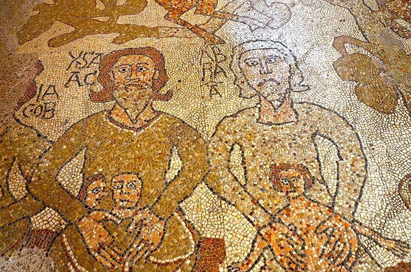 il mosaico sul pavimento della cattedrale di otranto
