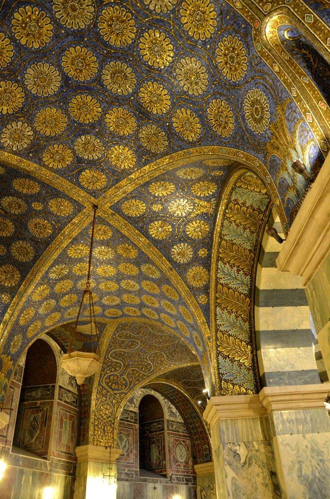 Decorazione della cappella palatina di Aachen