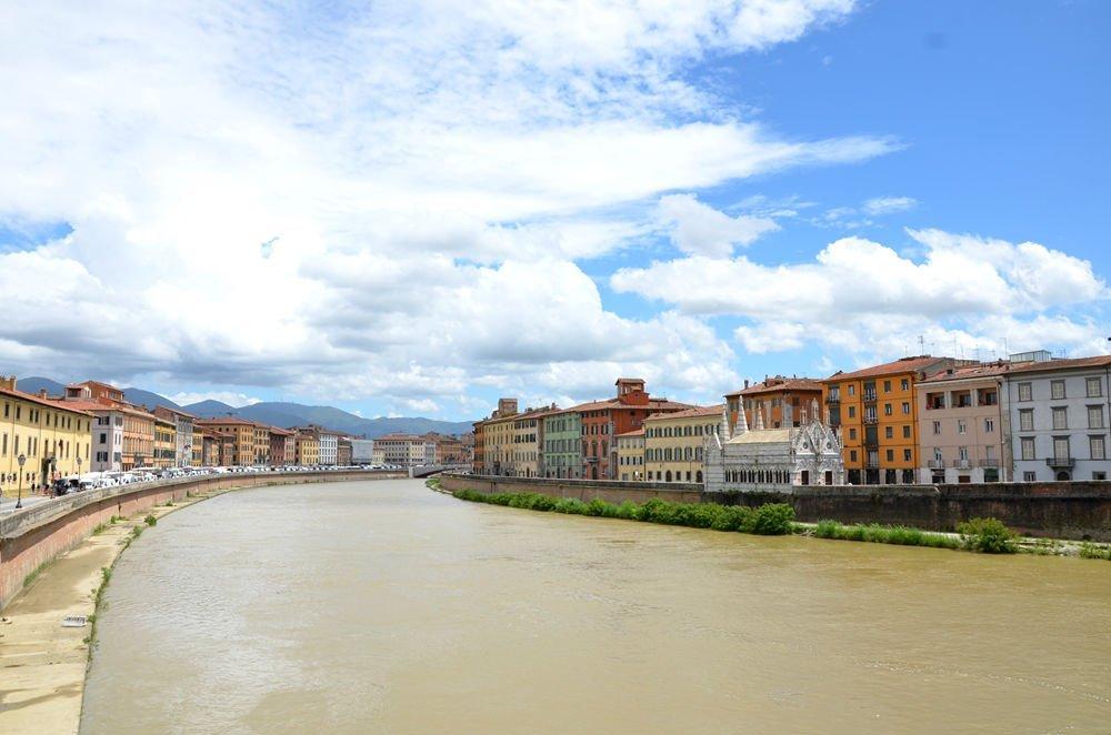 il fiume a Arno a Pisa