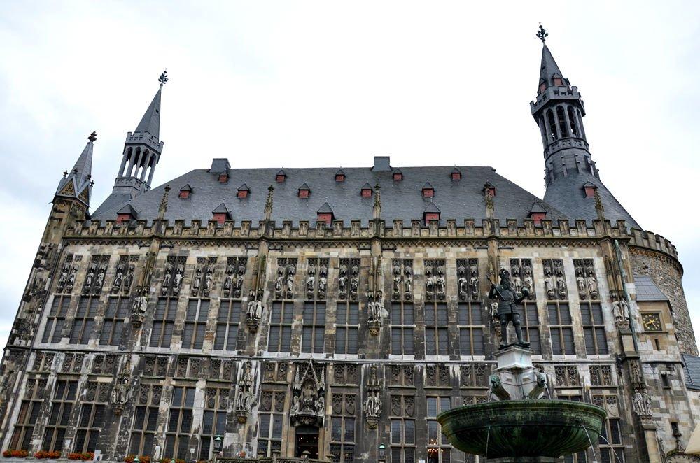 Il Rathaus, municipio di Aachen
