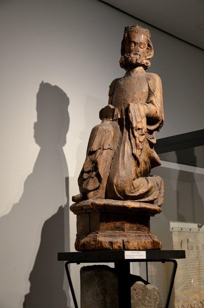 Statua lignea di Carlo Magno al Dom Schatzkammer