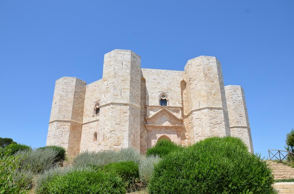 All the secrets of Castel del Monte: the manor of Federico II and its mysteries