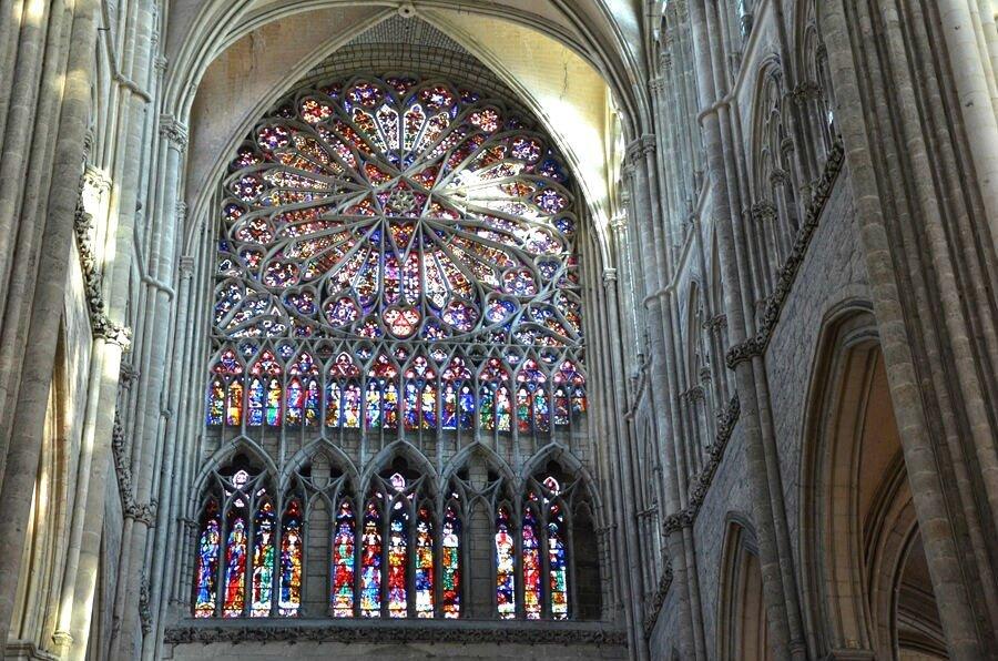 interno della cattedrale di amiens