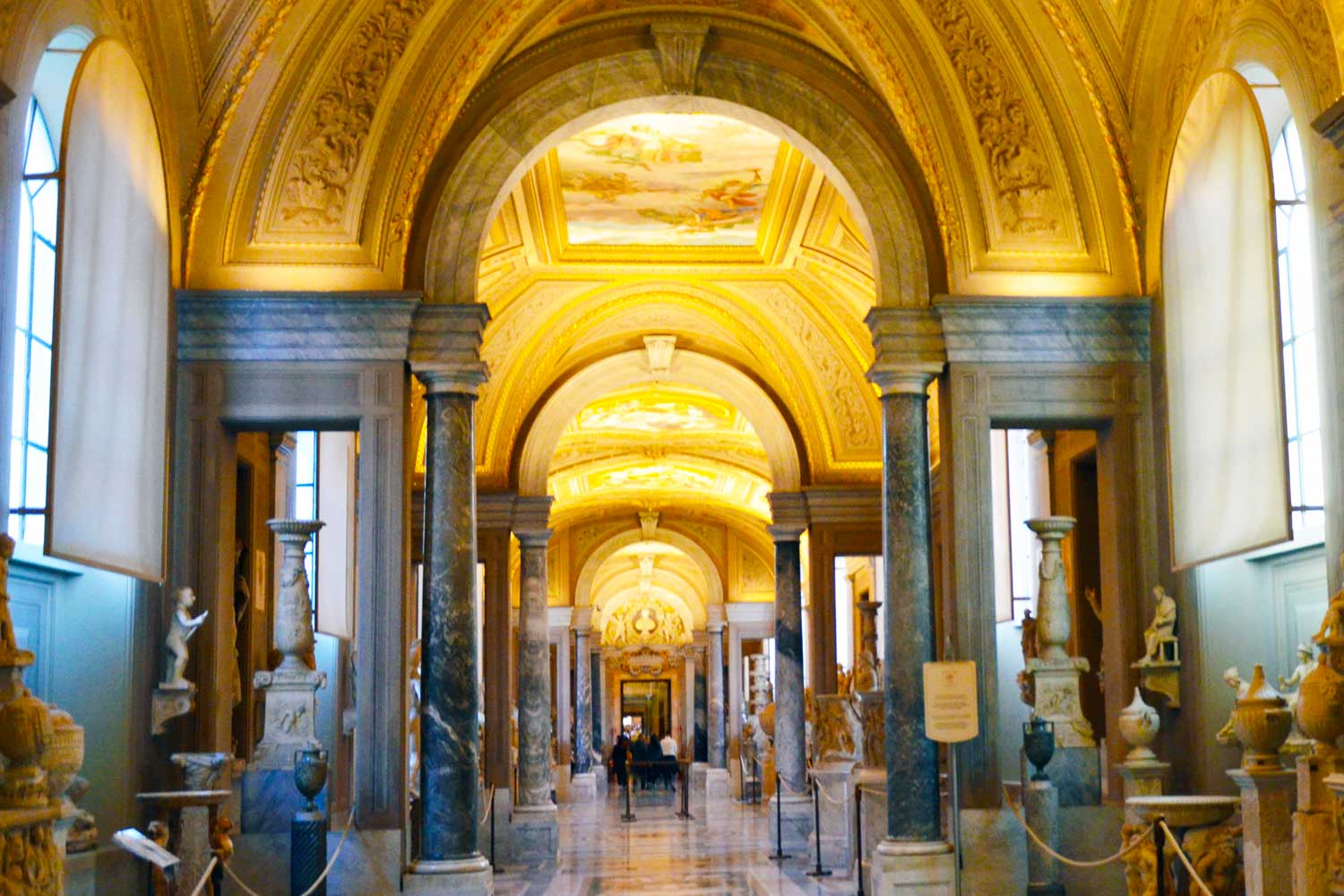 9 masterpieces that you must see during the tour of the Vatican Museums
