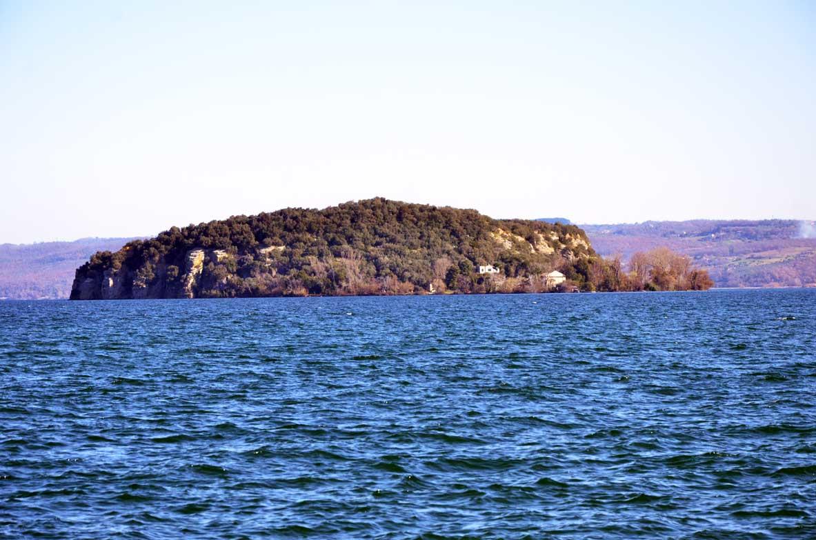 L'isola Martana dove fu uccisa la regina Amalasunta