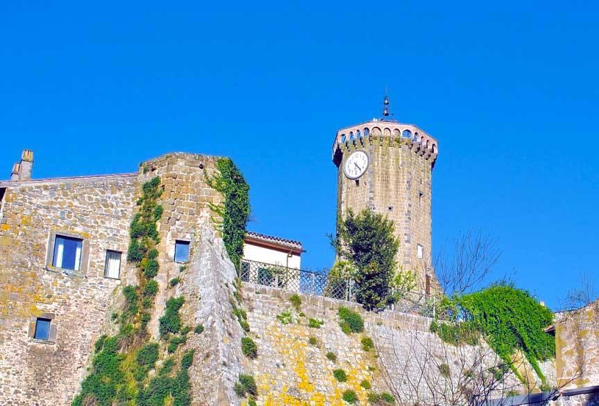 La torre dell'orologio a Marta
