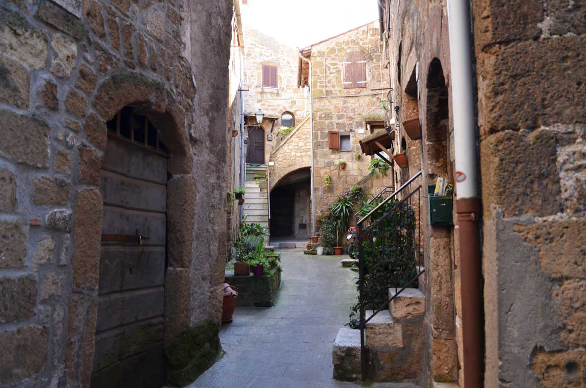 stradine all'interno di Pitigliano