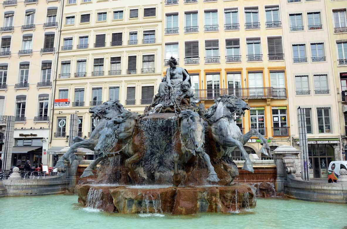 fontana Place des Terraux a Lione