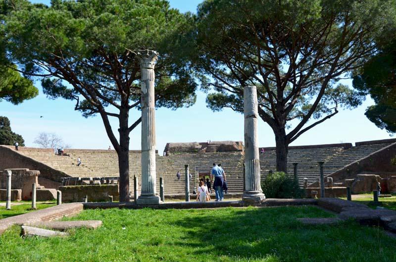il teatro di ostia antica visto da lontano