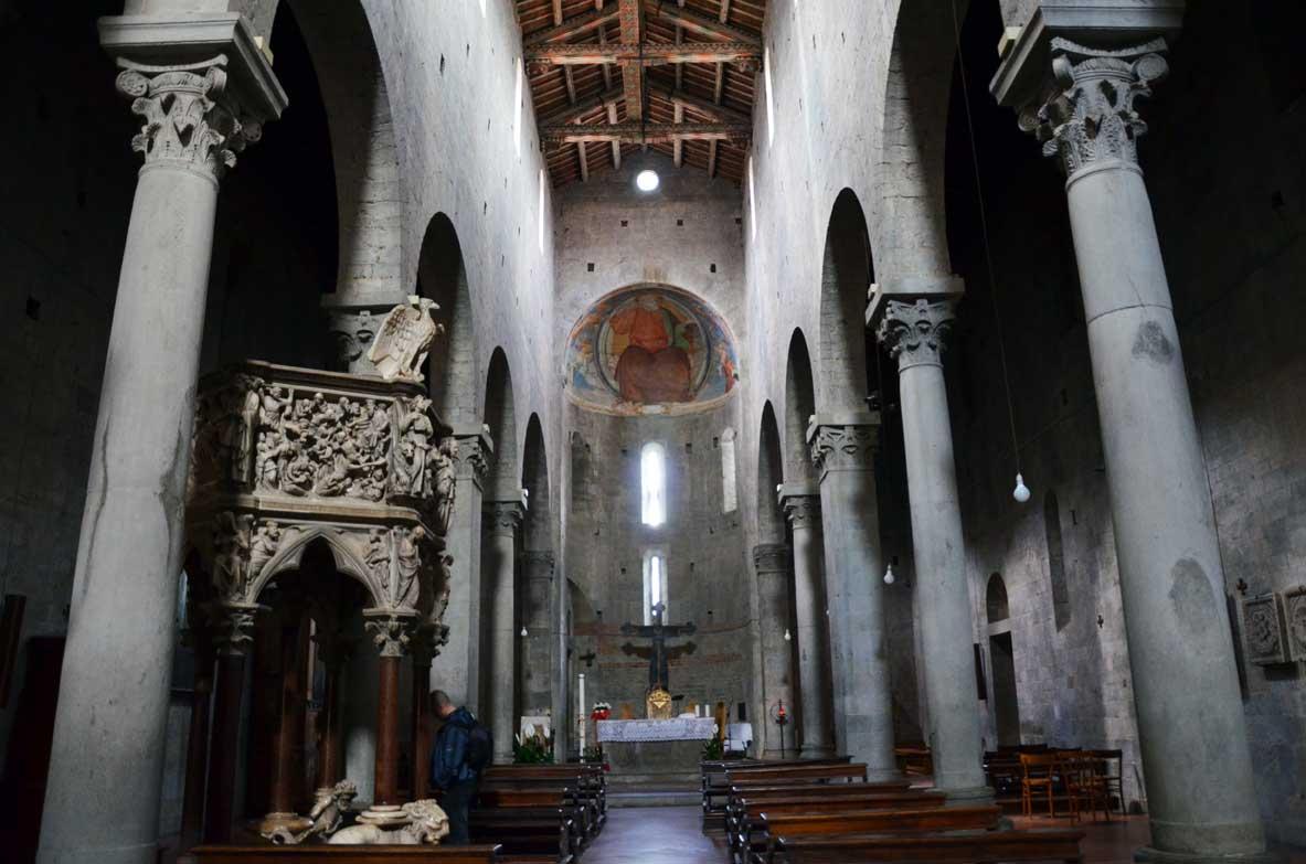 interno della chiesa di Sant'Andrea a Pistoia