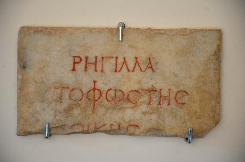 iscrizione all'interno della villa di erode attico
