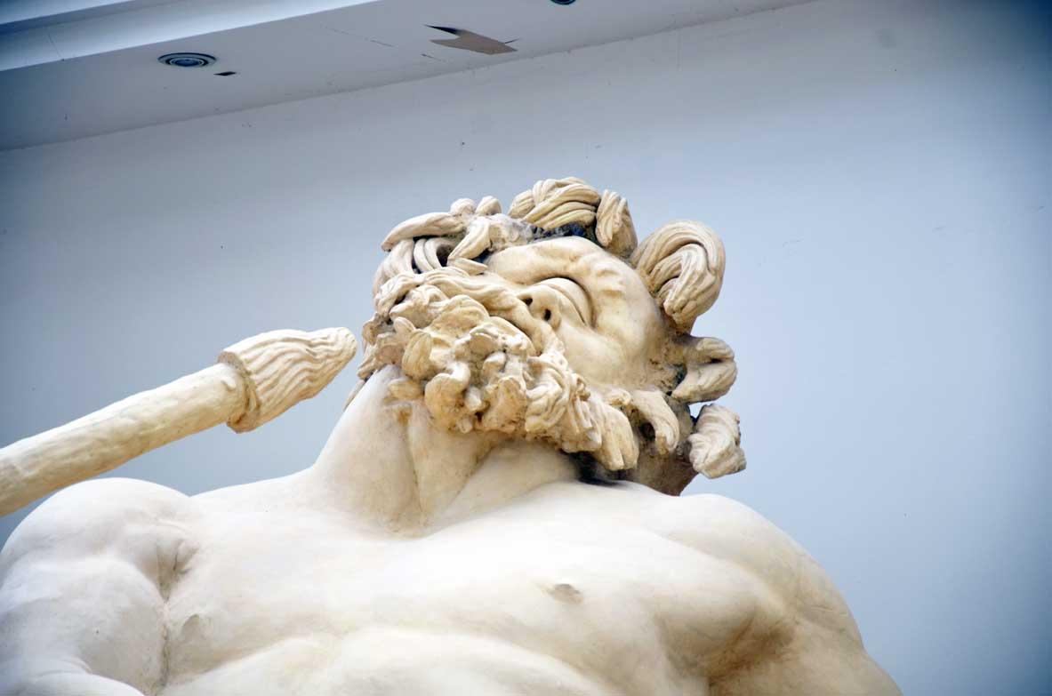 gruppo scultoreo ulisse e polifemo al museo archeologico di sperlonga