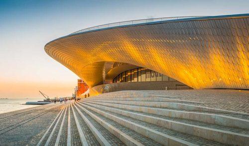 museo MAAT di lisbona al tramonto