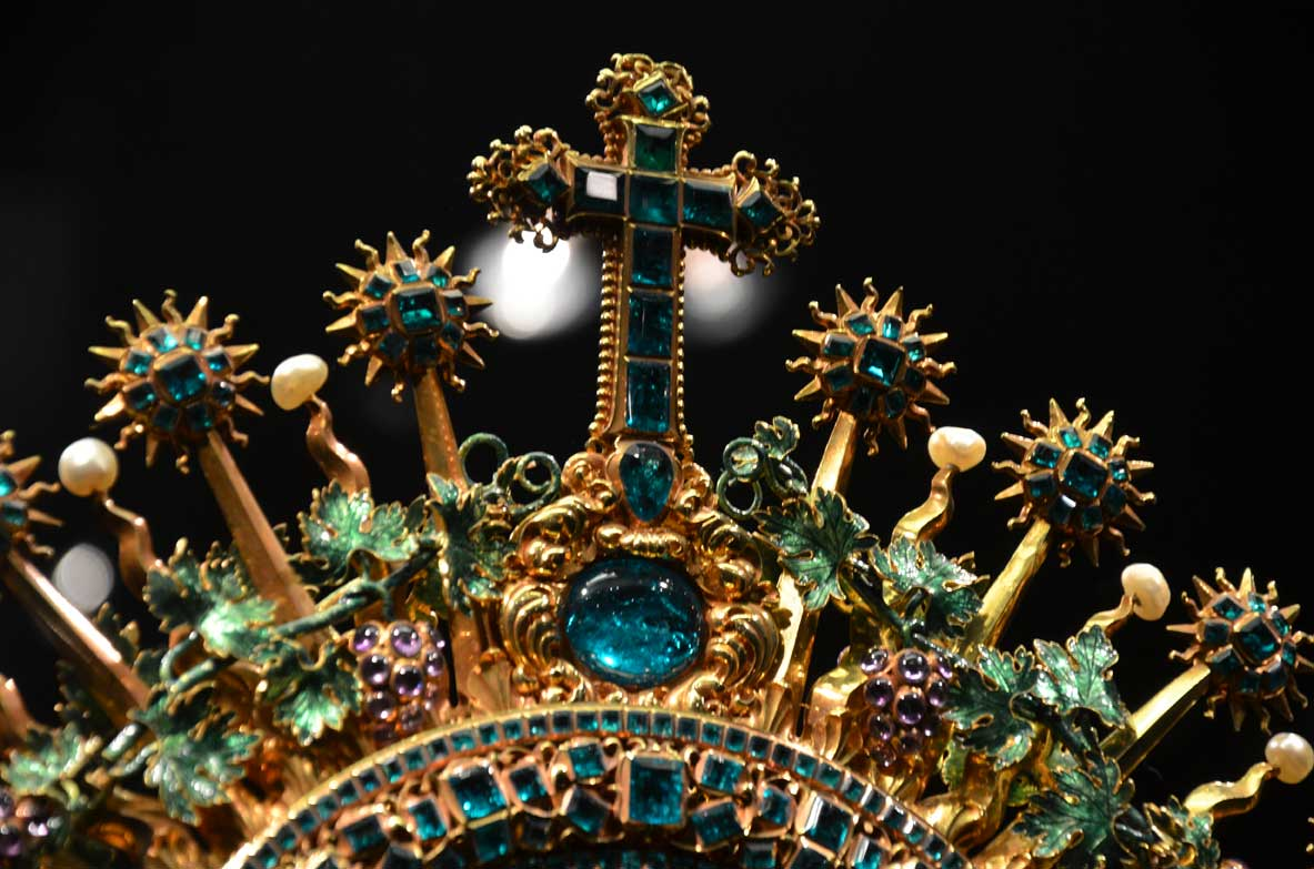 A tiara kept in the Lisbon museums
