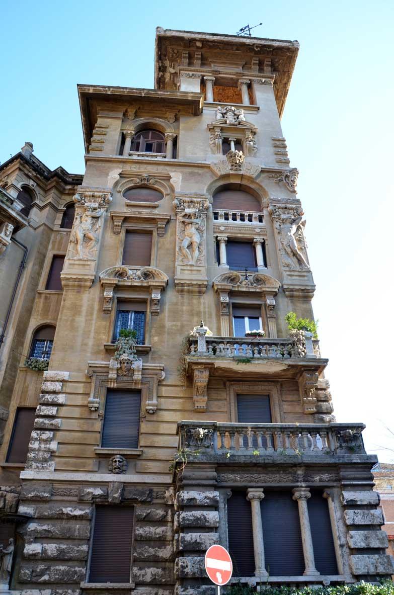 decorazioni sui palazzi stile libery