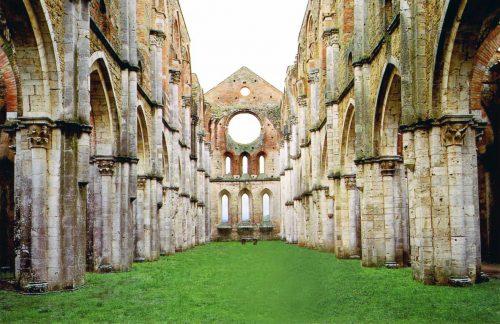 L'abbazia di San Galgano: una chiesa abbandonata ed una spada nella roccia…