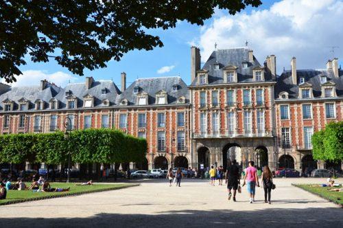 Quello che non sai su place des Vosges, una delle piazze più belle di Parigi!