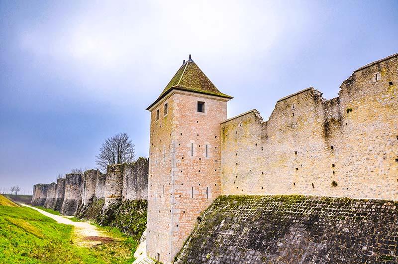 visitare provins mura medievali