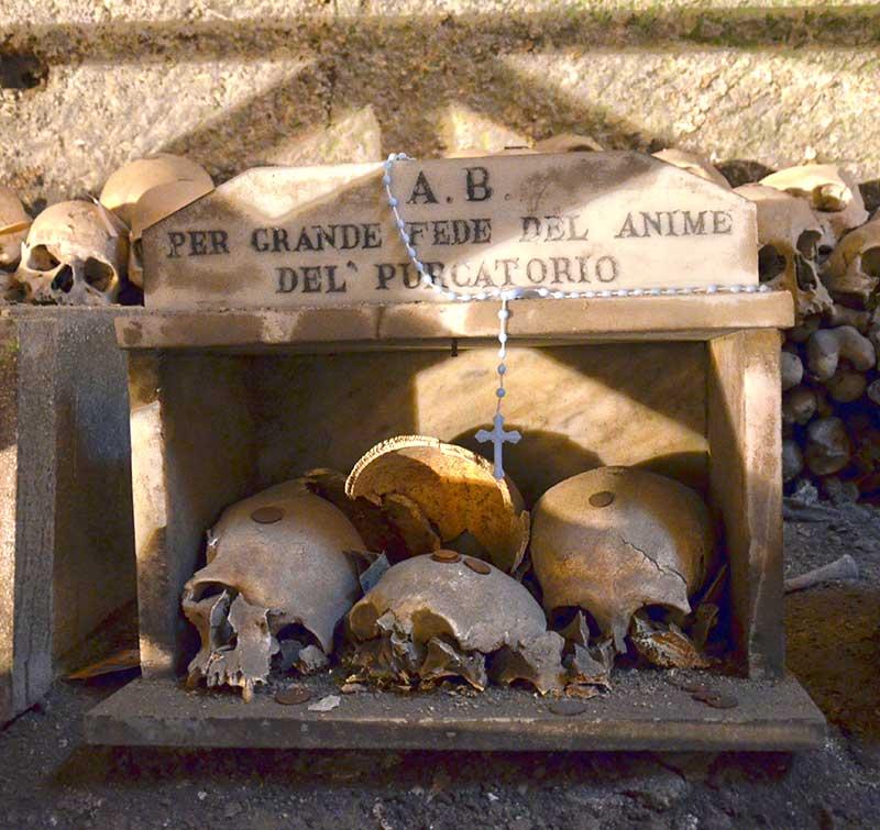 cimitero-delle-fontanelle-napoli