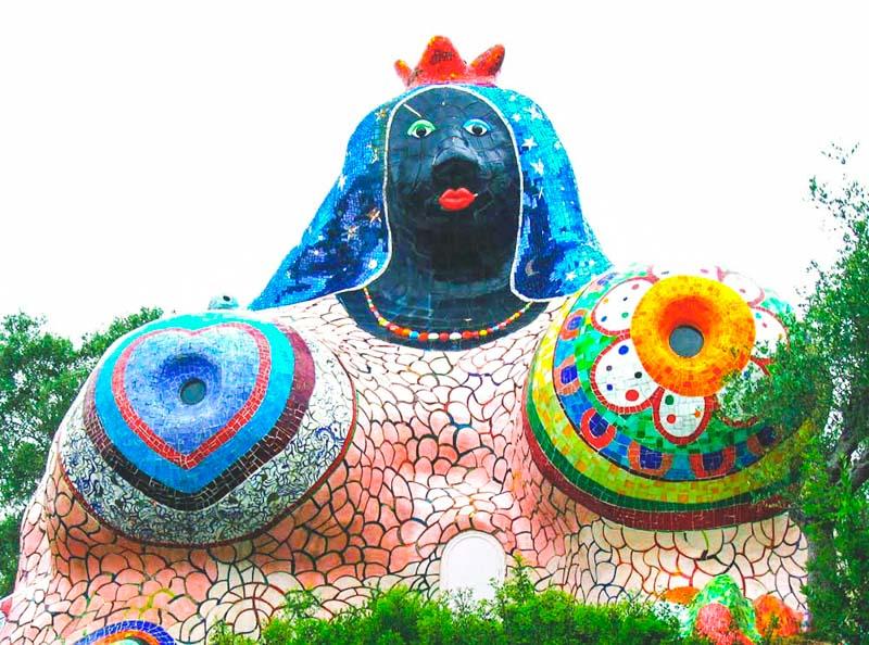 scultura dell'imperatrice parco dei tarocchi